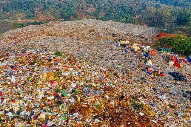 lebih-dari-1-miliar-ton-sampah-plastik-akan-menyelimuti-bumi-pada-2040