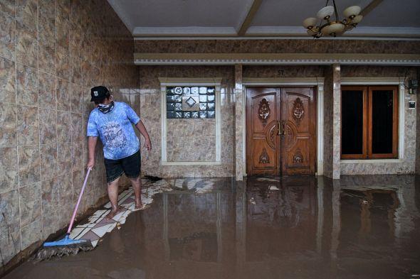 pendangkalan-dan-penyempitan-saluran-sebabkan-jakarta-rawan-banjir