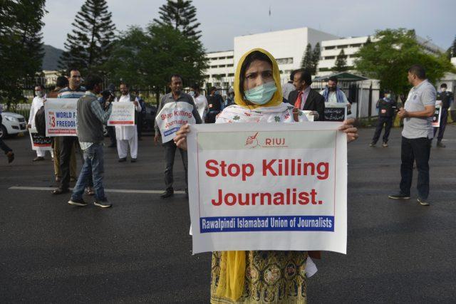 'saya-sering-diancam-akan-diperkosa':-pengakuan-jurnalis-perempuan-di-pakistan