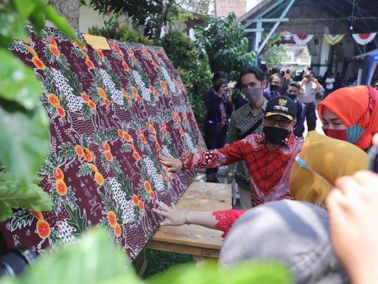 perajin-batik-gelar-festival-di-kuburan-londo