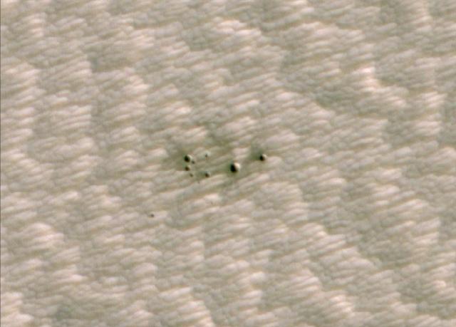 ditemukan-banyak-kawah-baru-misterius-di-permukaan-mars