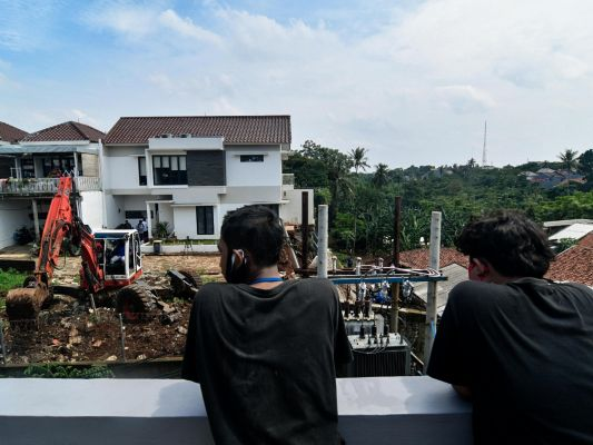 pemprov-dki-bantu-perbaikan-rumah-terkena-tanah-longsor