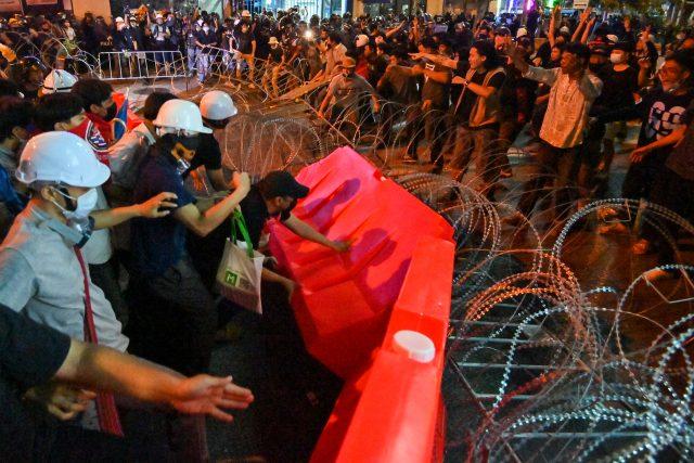 demonstran-thailand-desak-perdana-menteri-mundur-dalam-tiga-hari-ke-depan