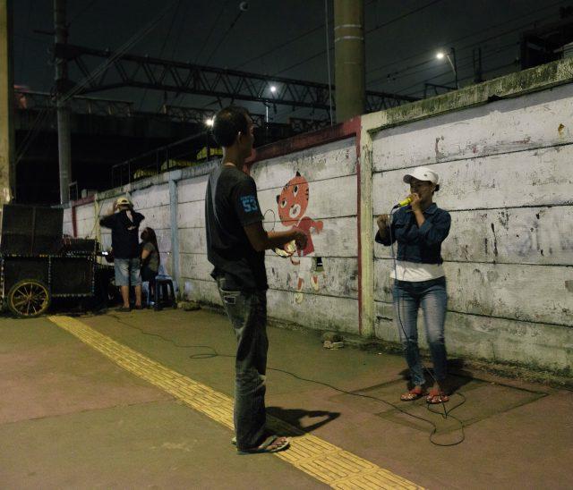 catatan-perjalanan-para-pemain-dangdut-gerobak-menggoyang-jalanan-ibu-kota