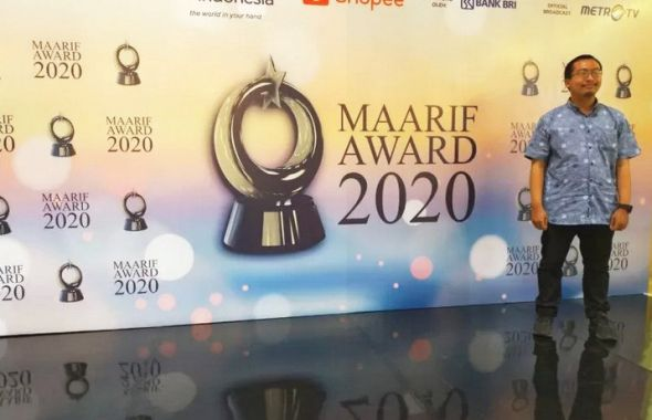 ibnu-kharish-raih-penghargaan-maarif-award-2020