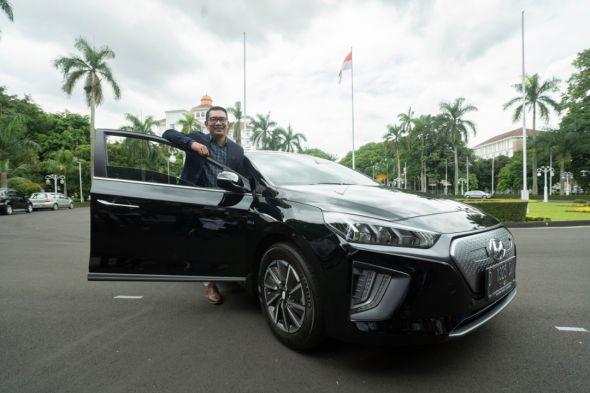 mobil-listrik-hyundai-resmi-jadi-kendaraan-dinas-pemprov-jabar