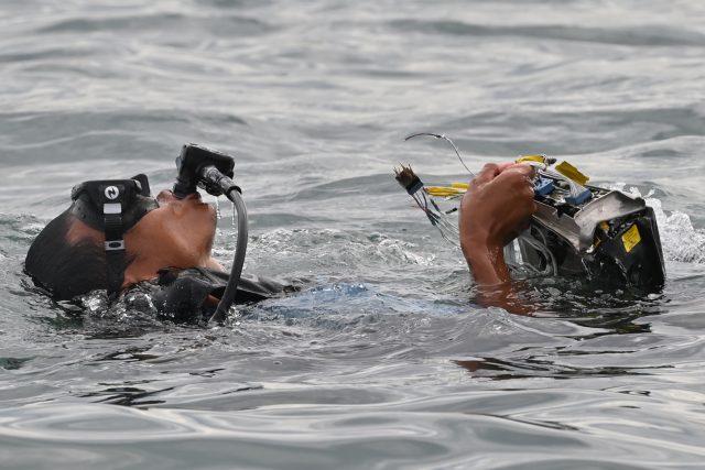 'misi-ini-melelahkan-mental':-kisah-sukarelawan-penyelam-pencari-puing-sriwijaya-air