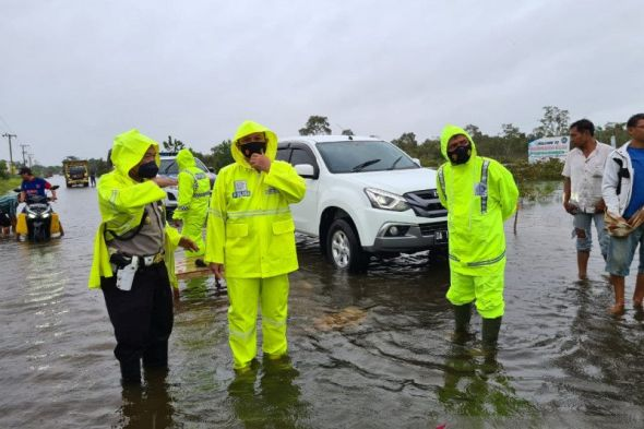 jalur-ekonomi-lintas-provinsi-di-kalsel-lumpuh-akibat-banjir