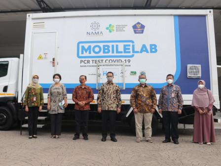 pemprov-dki-dan-human-initiative-luncurkan-3-unit-mobile-lab-pcr