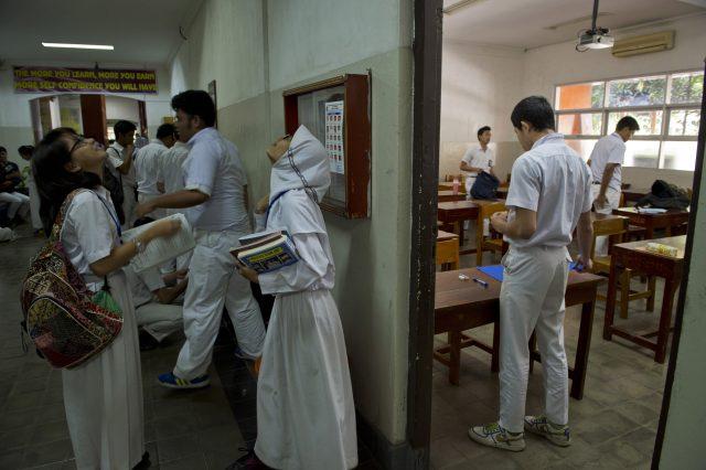 sekolah-negeri-resmi-dilarang-paksakan-seragam-bertentangan-sama-agama-seseorang