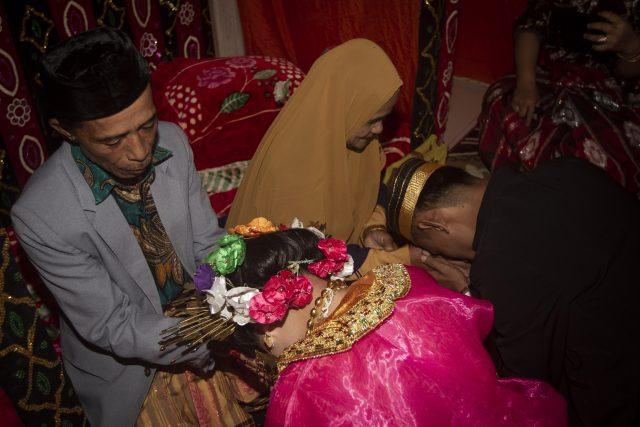 musuh-publik-terbaru:-aisha-wedding-organizer-yang-promosikan-pernikahan-anak