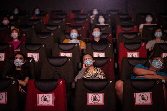 warganya-sudah-bebas-nonton-bioskop-lagi,-box-office-tiongkok-catatkan-rekor