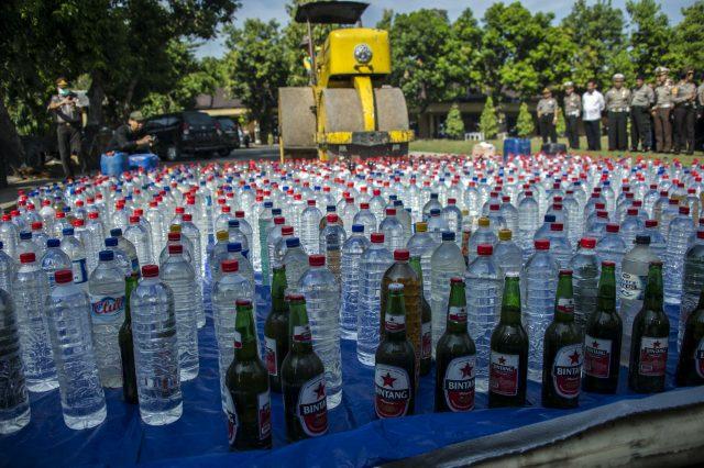 perpres-minol-jokowi-picu-debat-di-papua:-benarkah-minum-alkohol-budaya-setempat?