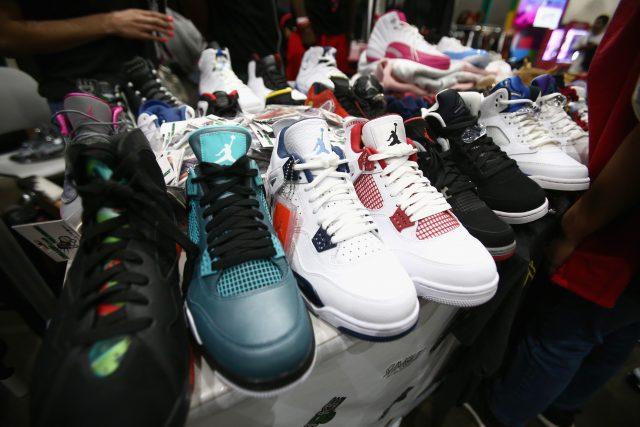 reseller-perlakukan-sepatu-macam-investasi,-efeknya-industri-sneaker-makin-bobrok