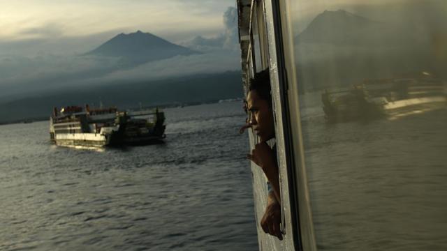 empat-dekade-usai-tragedi-kapal-tampomas-ii,-keluarga-terus-mencari-korban-hilang