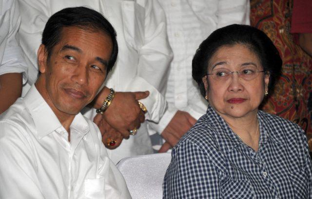 bertanya-pada-pakar:-emang-pejabat-di-indonesia-harus-senurut-itu-sama-partainya?