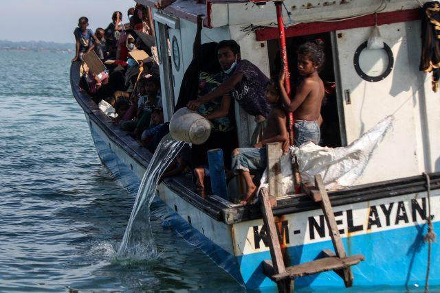tiga-nelayan-aceh-yang-bantu-angkut-pengungsi-rohingya-divonis-5-tahun-penjara