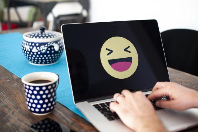 ulama-di-bangladesh-umumkan-fatwa-haram-pakai-emoji-tertawa-di-facebook