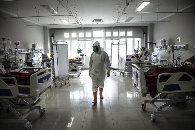 usai-1,5-tahun-pandemi-melanda-indonesia,-sebanyak-545-dokter-gugur-di-garis-depan