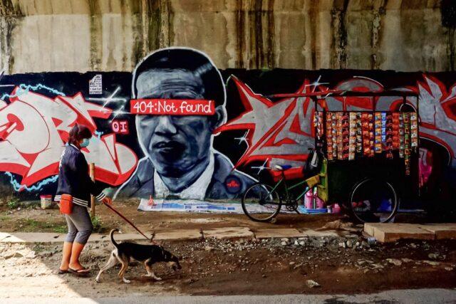 polisi-sibuk-hapus-mural-kritik-pemerintah-dan-memburu-seniman-di-berbagai-wilayah