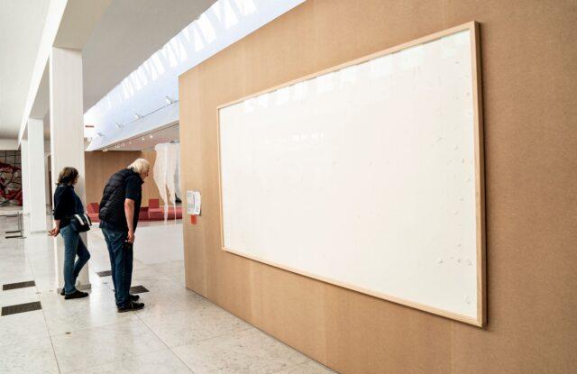 seniman-larikan-duit-museum-dan-kirim-kanvas-kosong,-menyebut-aksinya-'karya-seni'